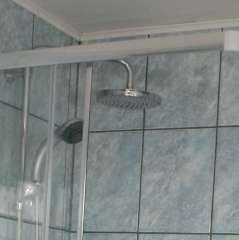 Douche avec douchette et pommeau pluie