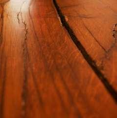 Gros plan sur la table en chêne